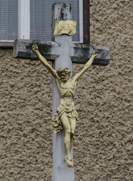 Przydrożny krzyż kamienny. Jodłów, gmina Otmuchów, powiat nyski.