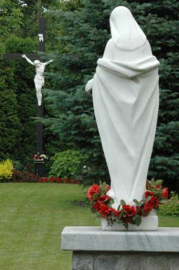 Przydrożna kapliczka z figurą św. Maryi. Konradów, gmina Głuchołazy, powiat nyski.