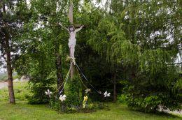 Przydrożny krzyż drewniany. Łąka, gmina Otmuchów, powiat nyski.