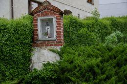 Przydrożna kapliczka murowana. Łąka, gmina Otmuchów, powiat nyski.