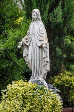 Przydrożna kapliczka z figurą św. Maryi. Ścibórz, Gmina Paczków, powiat nyski.
