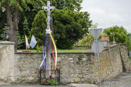 Przydrożny krzyż kamienny. Kałków, Gmina Otmuchów, powiat nyski.