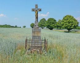 Krzyż przydrożny z 1909 r. Grzeboszowice, gmina Ujazd, powiat strzelecki.