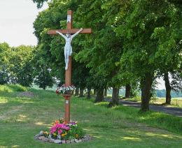 Krzyż przydrożny przy ulicy Lipowej. Nogowczyce, gmina Ujazd, powiat strzelecki.