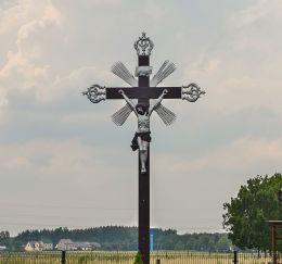 Przydrożny krzyż metalowy dziękczynny z 1920 r. Fundator Stefan Ziaja. Staniszcze Wielkie, gmina Kolonowskie, powiat strzelecki.