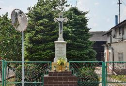 Krzyż przydrożny, kamienny przy ulicy Opolskiej. Zawadzkie, powiat strzelecki.