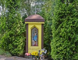 Kapliczka przydrożna z 1934 roku, renowacja w 1994 r. Żędowice, gmina Zawadzkie, powiat strzelecki.