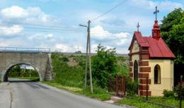 Kapliczka z figurą serca Pana Jezusa. Ostrów, gmina Radymno, powiat jarosławski.