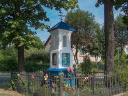 Przydrożna kapliczka z 1849 r. stojąca na skrzyżowaniu ulic Siedlanka i Przemysłowa. Leżajsk, powiat leżajski.