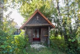 Przydrożna kapliczka domkowa drewniana. Stubno, powiat przemyski.