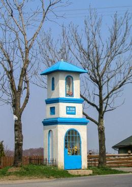 Kapliczka przydrożna murowana stojąca na rozstaju dróg. Kielanówka, gmina Boguchwała, powiat rzeszowski.