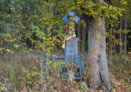 Przydrożny krzyż kamienny. Reduty, gmina Orla, powiat bielski.