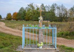 Krzyż przydrożny stojący na rozstaju dróg. Wólka, gmina Orla, powiat bielski.