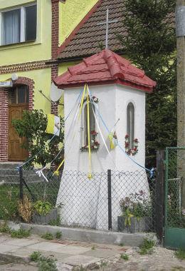 Przydrożna kapliczka murowana. Gać, gmina Główczyce, powiat słupski.