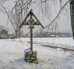 Przydrożna krzyż z figurą Chrystusa Frasobliwego. Jaworze, gmina Jasienica, powiat bielski.