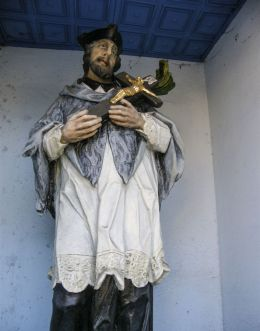 Przydrożna kapliczka z figurą św. Jana Nepomucena. Dankowice, gmina Wilamowice, powiat bielski.