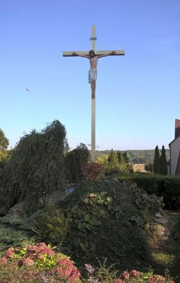 Krzyż przy kościele Najświętszego Serca Pana Jezusa. Rększowice, gmina Konopiska, powiat częstochowski.