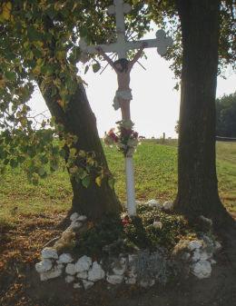 Krzyż przydrożny. Kamienica, gmina Woźniki, powiat lubliniecki.