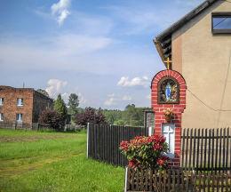 Przydrożna kapliczka. Gostyń, gmina Wyry, powiat mikołowski.