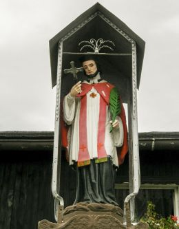 Przydrożna kapliczka z figurą św. Jana Nepomucena. Mikołów, Bujaków, powiat mikołowski.