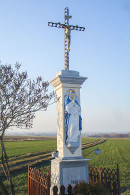 Przydrożny krzyż z Matką Boską z 1888 r. Mikołów, Bujaków, powiat mikołowski.