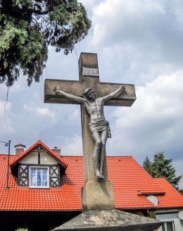 Krzyż kamienny ufundowany w 1867 roku przez Josepha Gregorczyka. Najstarszy krzyż kamienny w Ornontowicach. Ornontowice, powiat mikołowski.