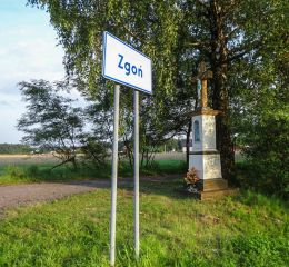 Przydrożny krzyż kamienny z kapliczką. Orzesze, Zgoń, powiat mikołowski.