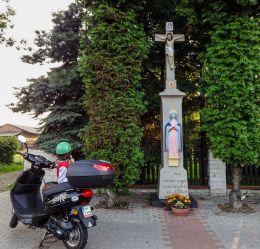 Kamienny krzyż przydrożny z figurami Jezusa i Matki Boskiej z 1873 r. Orzesze, powiat mikołowski.