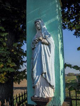 Kamienny krzyż z figurami Chrystusa i Matki Boskiej ufundowany przez rodzinę Waleczek w 1889 r. Orzesze, powiat mikołowski.
