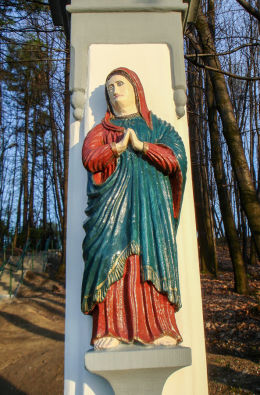 Krzyż  na zboczu wzgórza kościelnego, w stylu rokoko, pochodzący z połowy XIX w. Orzesze, powiat mikołowski.