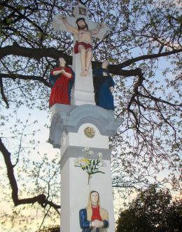 Przydrożny krzyż kamienny z Matką Boską Bolesną,  z lat 1880-1900. Orzesze, powiat mikołowski.