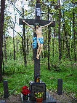 Przydrożny krzyż z 1998 roku, ul.Wolności. Miejsce śmierci działałcza Solidarności Andrzeja Szyi. Orzesze, Jaśkowice, powiat mikołowski.