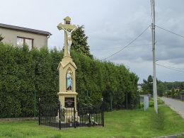 Krzyż przydrożny z 1907 r. Ufundowany przez Matthias i Josephine Musiol. Orzesze, Zawada, powiat mikołowski.