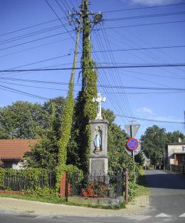 Kamienny krzyż przydrożny z 1892 r. Fundatorzy Franciszek i Franciszka Pissarek. Orzesze, Woszczyce, powiat mikołowski.