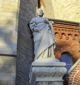 Rzeźba Świętego Józefa przy Kościele Świętych Apostołów Piotra i Pawła. Orzesze, Woszczyc, powiat mikołowski.