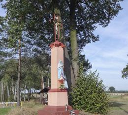 Kamienny krzyż przydrożny przy ulicy Pisarka 33. Orzesze, Królówka, powiat mikołowski.