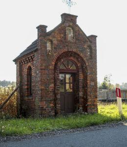 Przydrożna kapliczka domkowa św.Anny z roku 1890 r. Orzesze, Królówka, powiat mikołowski.