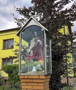 Przydrożna kapliczka z figurą Chrystusa. Kryry, gmina Suszec, powiat pszczyński.
