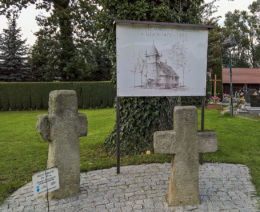 Krzyże pokutne na terenie cmentarza przylegającego do kościoła Wniebowzięcia NMP. Studzionka, gmina Pszczyna, powiat pszczyński.