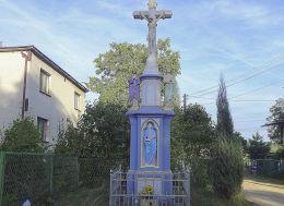 Krzyż przydrożny Boża Męka z 1917 r. przy ulicy Dolnej 84. Fundatorzy Jan i Maria Zielonka. Suszec, powiat pszczyński.