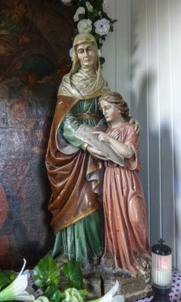 Przydrożna kapliczka domkowa z 1804 r. poświęcona św. Annie. Suszec, powiat pszczyński.