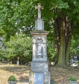 Krzyż stojący na miejscu drewnianego kościoła. Łubowice, gmina Rudnik, powiat raciborski.