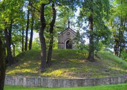 Kamienna neogotycka kapliczka zwana Kaplicą Lukasów, z 1860 roku. Fundator Antoni Gemander. Bełk, gmina Czerwionka Leszczyny, powiat rybnicki.