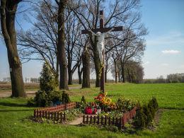 Przydrożny krzyż drewniany. Bełk, gmina Czerwionka Leszczyny, powiat rybnicki.