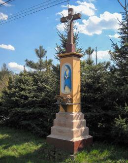 Krzyż kamienny Męki Pańskiej z 1894 roku. Ufundowany przez rodzinę Mikołaja Profaski jako wotum wdzięczności za szczęśliwą odbudowę spalonego domu. Czerwionka Leszczyny, Dębieńsko, powiat rybnicki.