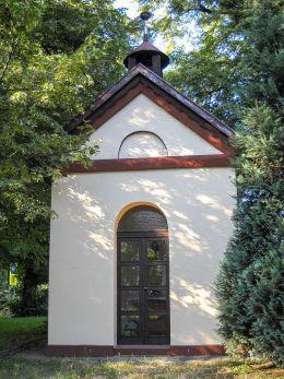 Przydrożna kapliczka domkowa p.w. Św. Jana nepomucena przy ul. 3 Maja 119. Czuchów, gmina Czerwionka Leszczyny, powiat rybnicki.
