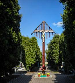 Krzyż posiadający rzadko spotykane ulistwienie. Postawiony w 1950 r. na cmentarzu przy kościele św.Jacka. Stanowice, gmina Czerwionka Leszczyny, powiat rybnicki.