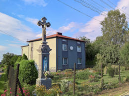 Kapliczka przydrożna z 1928 r. ufundowany przez rodzinę Hajduk. Stanowice, gmina Czerwionka-Leszczyny, powiat rybnicki.