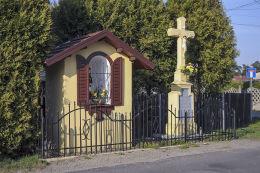 Kapliczka i krzyż przydrożny. Boruszowice, powiat tarnogórski.