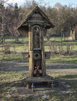 Przydrożna kapliczka. Tarnowskie Góry, Pniowiec, powiat tarnogórski.